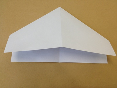 Perfekter papierflieger anleitung zum basteln for Schreibtisch zum zusammenklappen